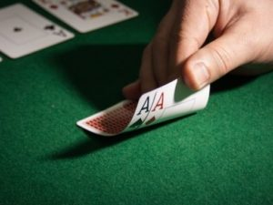 tips on how to deal with a home poker game